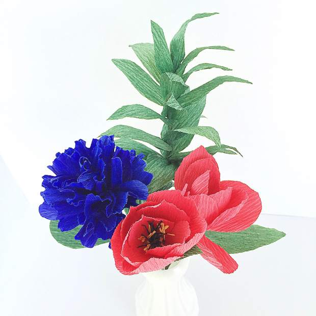 Red and blue Paper flower bouquet - Americas